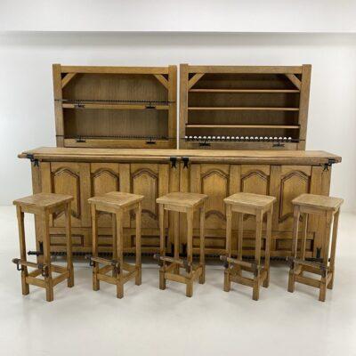 Ąžuolinis baro komplektas su baru, dvejomis lentynomis ir penkiomis baro kėdėmis
