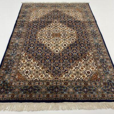 """Mėlynai margas persiškas rankų darbo kilimas """"Bidjar"""" su austais geometriniais ornamentais"""