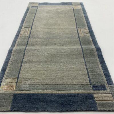 Šviesiai melsvas vilnos kilimėlis