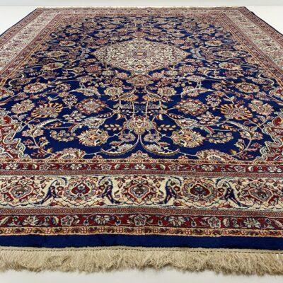 Mėlynas persiškas rankų darbo vilnonis kilimas dekoruotas augaliniais ornamentais