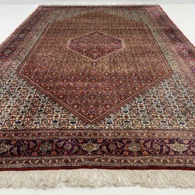 """Tamsiai raudonas persiškas rankų darbo kilimas """"Bidjar"""" su austais geometriniais ornamentais"""