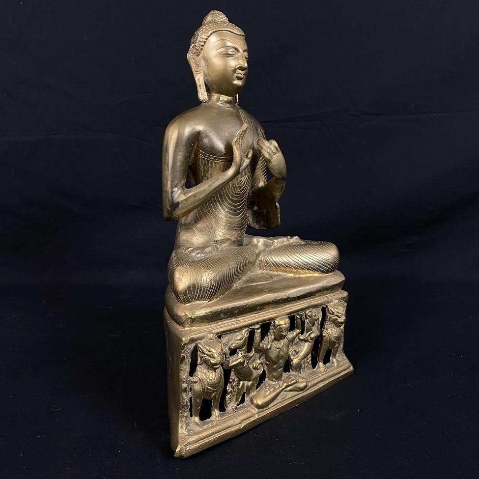 Žalvarinė Budos skulptūra