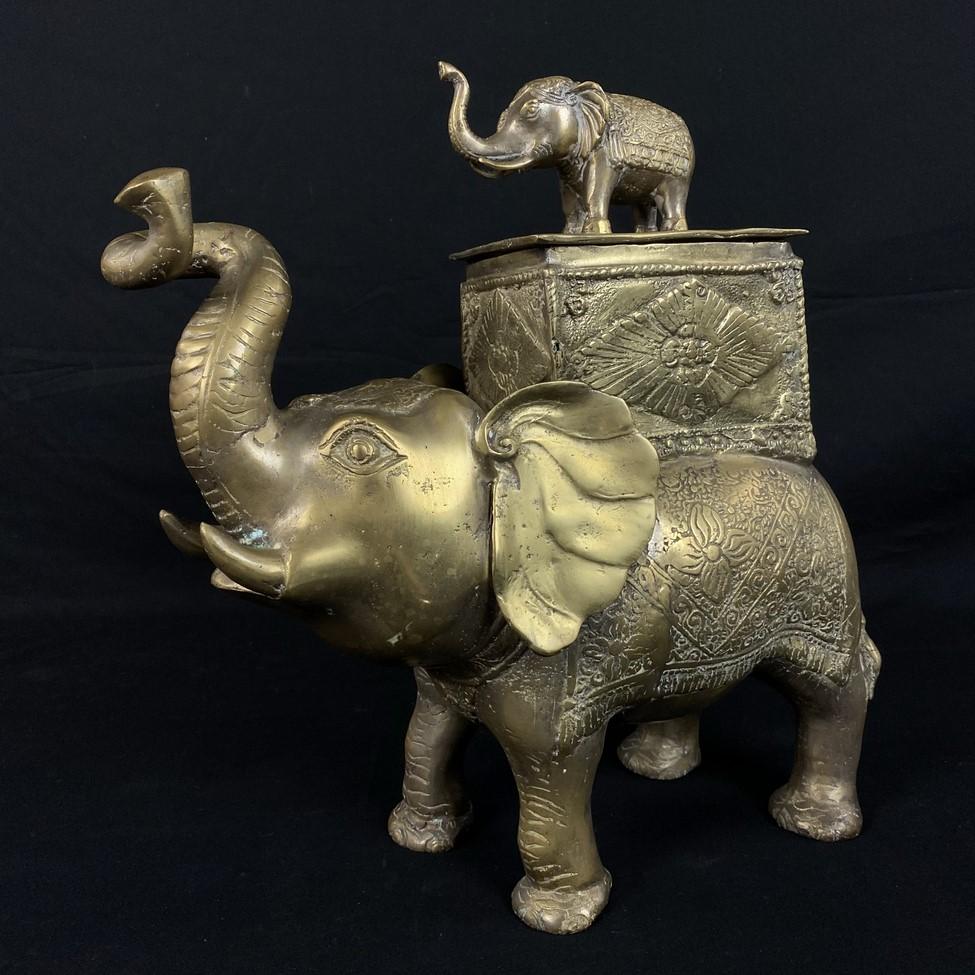 Žalvarinė dramblio skulptūra su dėžute