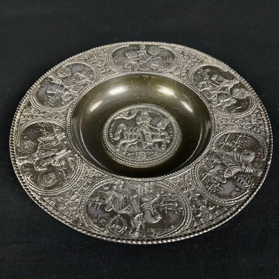 Metalinė pakabinama dekoratyvinė lėkštė skirta Šventosios Romos imperatoriui Ferdinandui III