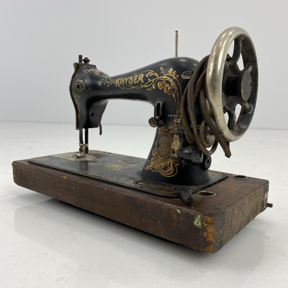 """Senovinė siuvimo mašina """"Kayser"""""""