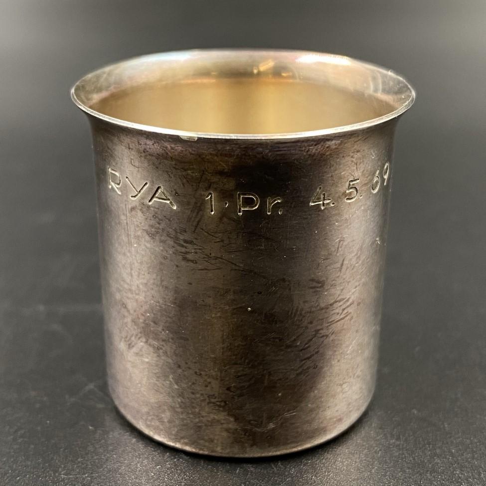 """1968 metais Švedijos įmonės """"Cesons"""" pagaminta sidabrinė taurelė"""