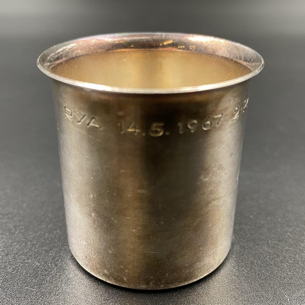 """1958 metais Švedijos įmonės """"Cesons"""" pagaminta sidabrinė taurelė"""