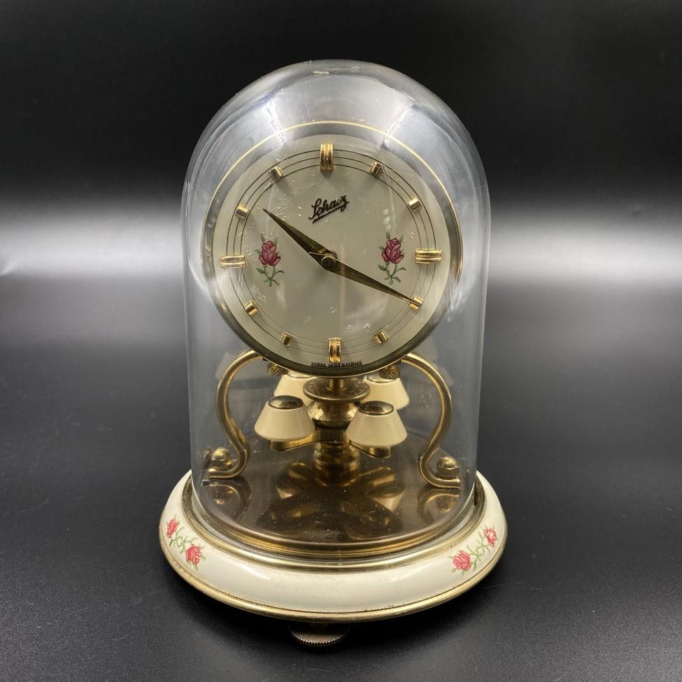 Stalinis 365 dienų laikrodis su stiklo gaubtu
