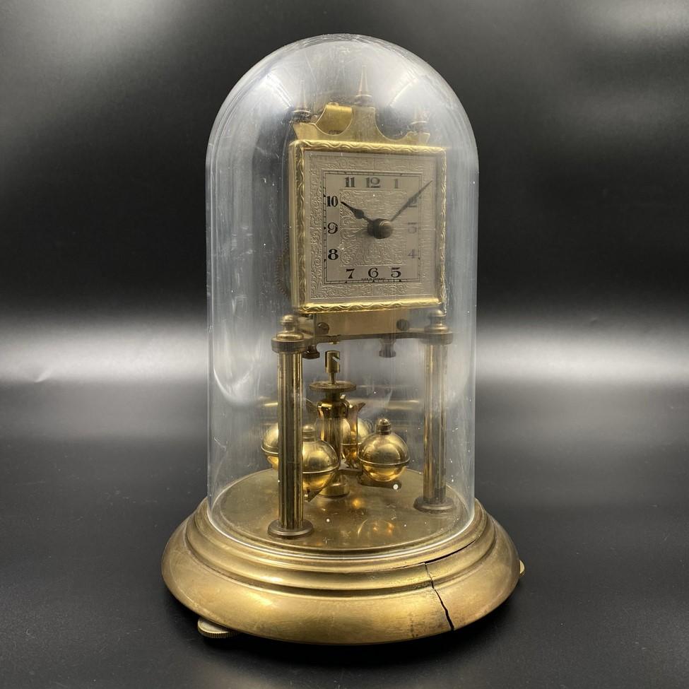 Stalinis 300 dienų laikrodis su stiklo gaubtu
