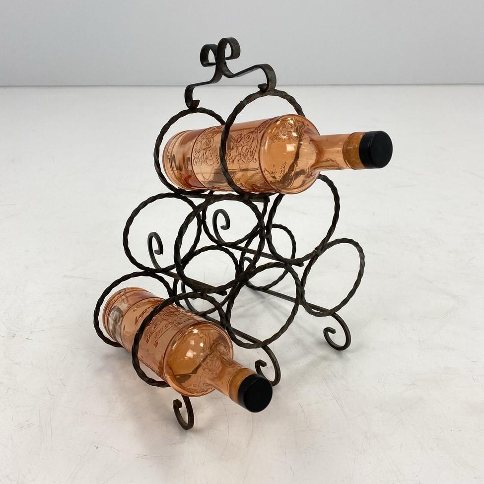Naudota metalinė vyninė šešiems vyno buteliams